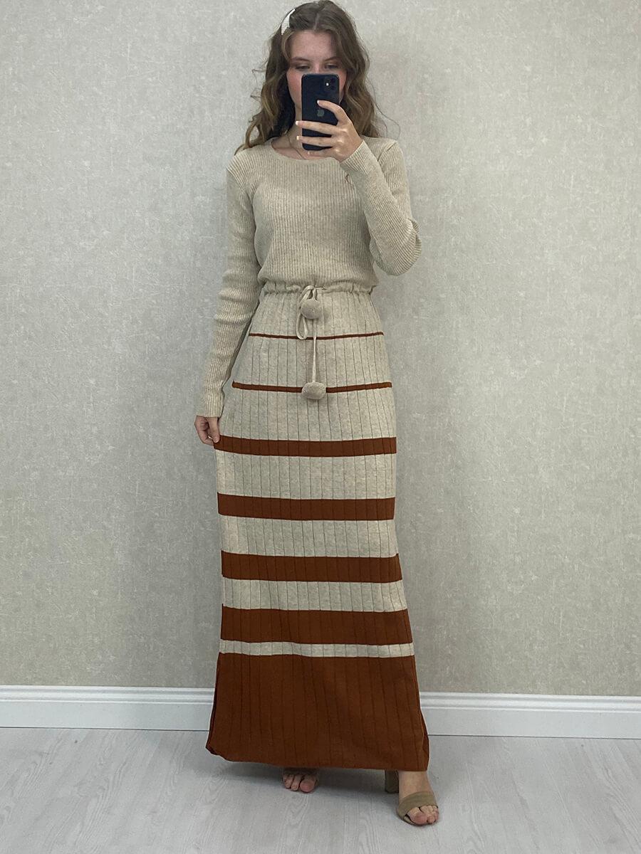 Beli Bağlamalı Çizgili Bej Triko Uzun Elbise