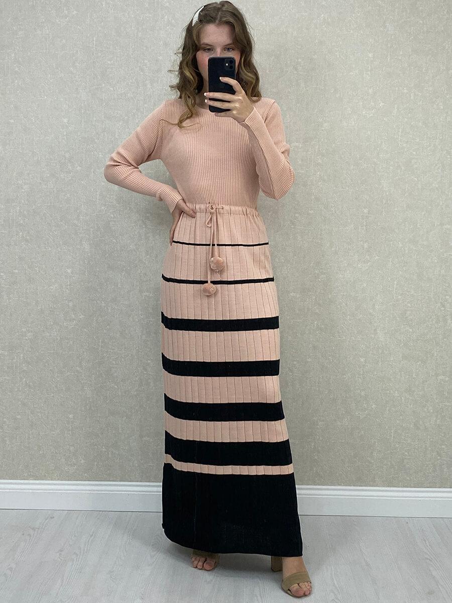 Beli Bağlamalı Çizgili Pudra Triko Uzun Elbise