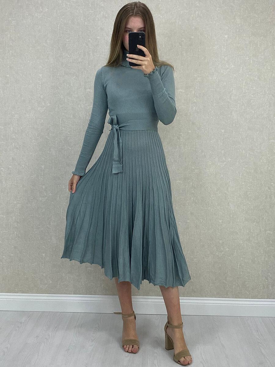Piliseli İndigo Rengi Boğazlı Midi Triko Elbise