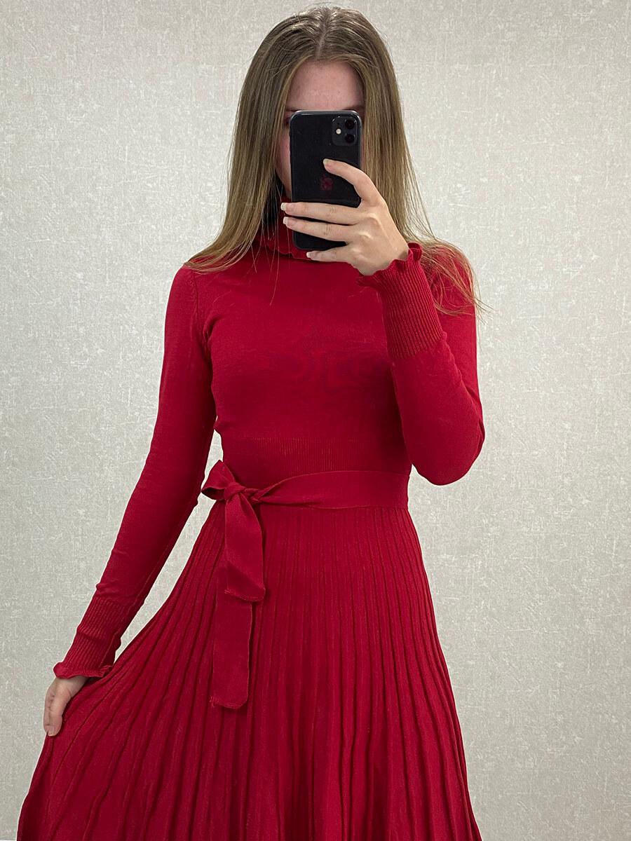Piliseli Kırmızı Boğazlı Midi Triko Elbise