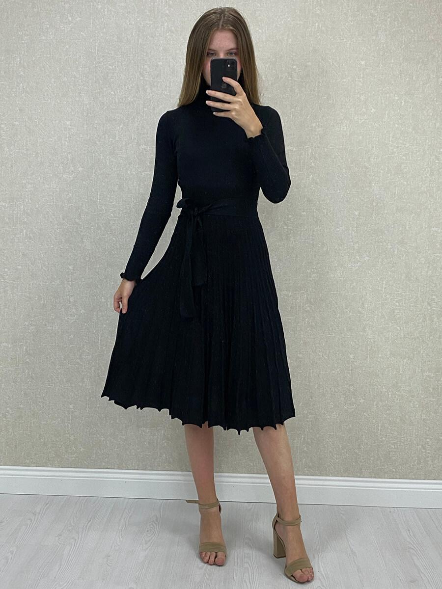 Piliseli Siyah Boğazlı Midi Triko Elbise