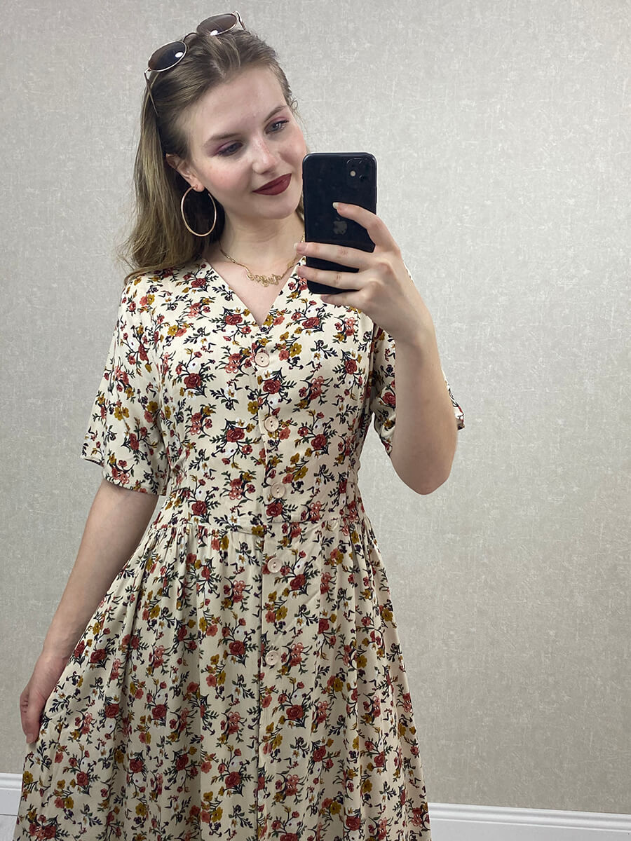 V Yaka  Önü Düğmeli Krem Büyük Beden Elbise