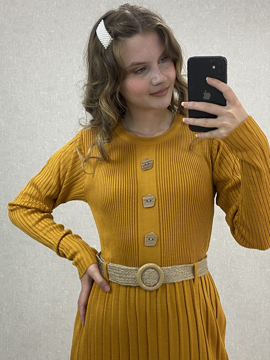 Önü Düğmeli Piliseli Uzun Hardal Triko Elbise